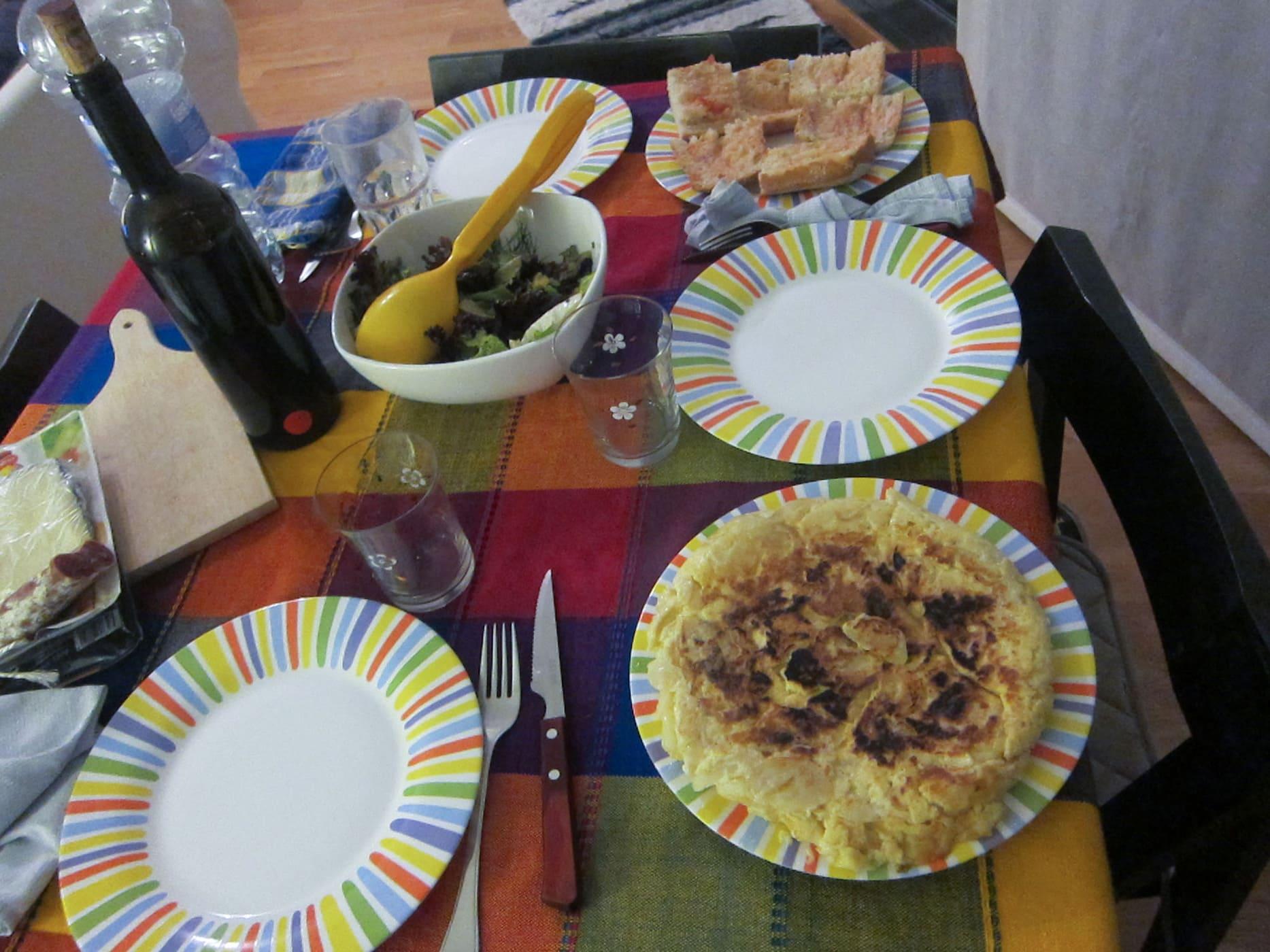 Learning how to make Tortilla de Patatas - Spanish Tortilla - in Barcelona, Spain