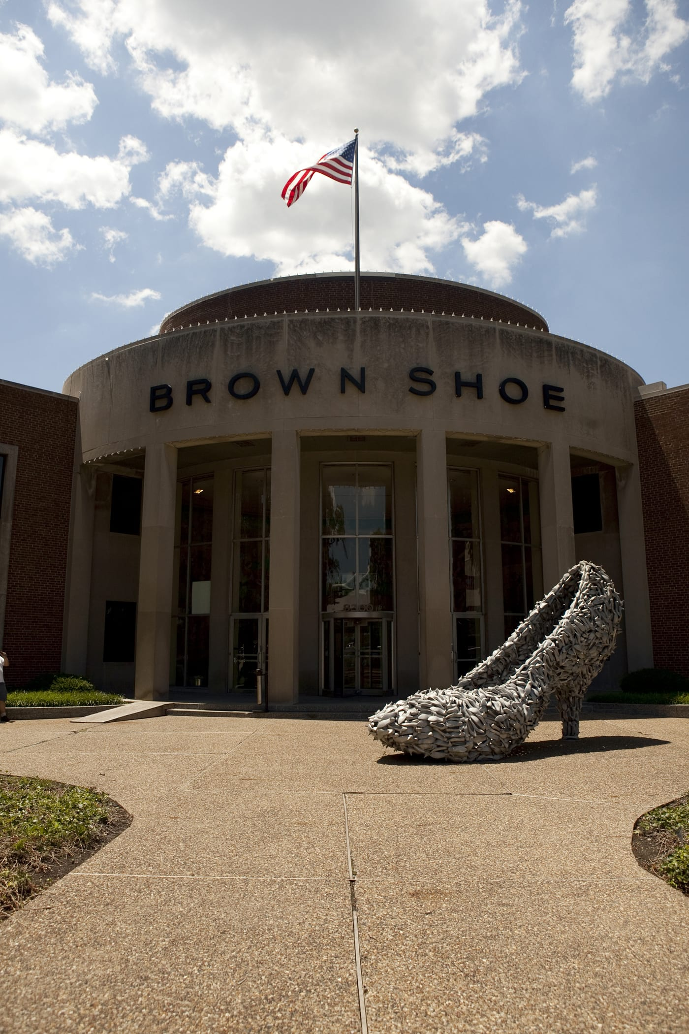Giant shoe made of shoes on a Missouri road trip.