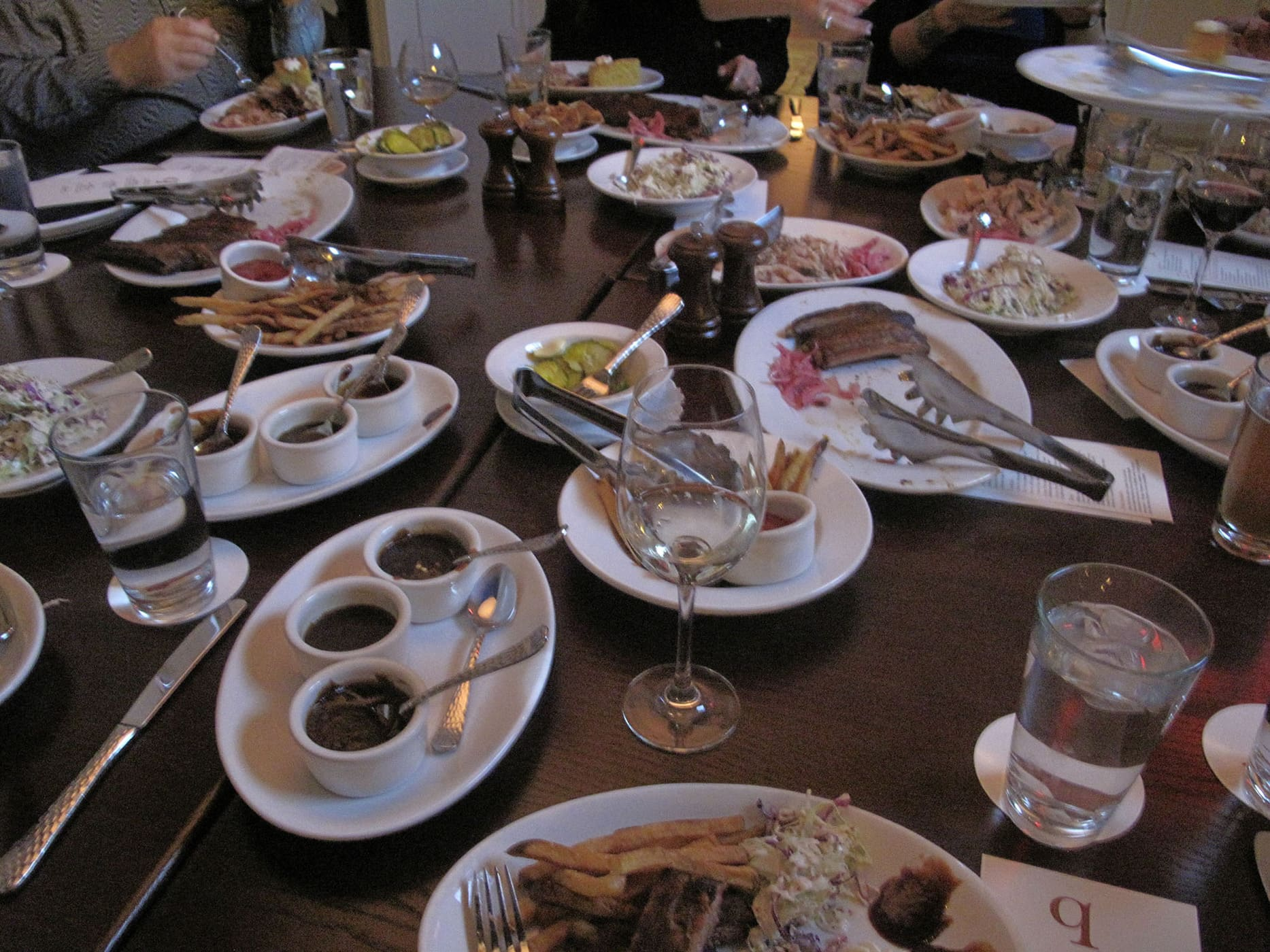 A table full of food at the GrubWithUs Chicago Q meal.