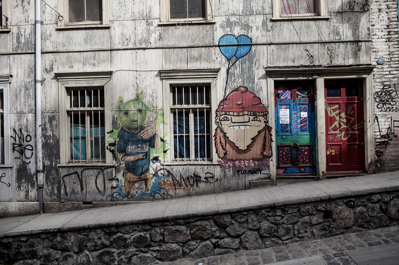 Best Street Art in Valparaiso, Chile - alien and a dwarf