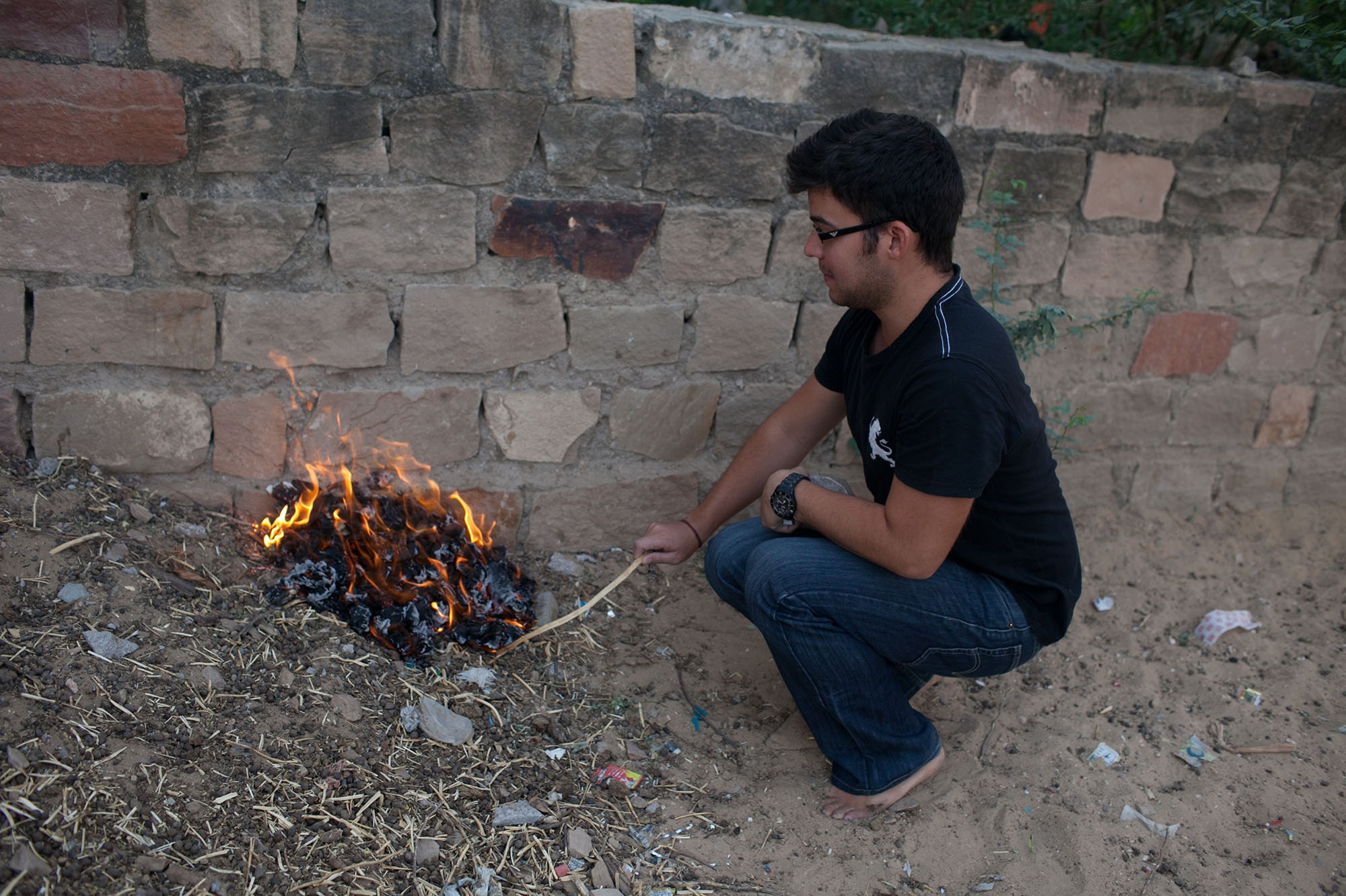 Burning toilet paper in India: Burning two weeks of used toilet paper in Setrawa, India.