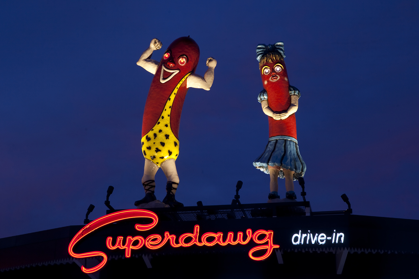 Giant fiberglass hot dogs Maurie and Flaurie at Superdawg Wheeling.