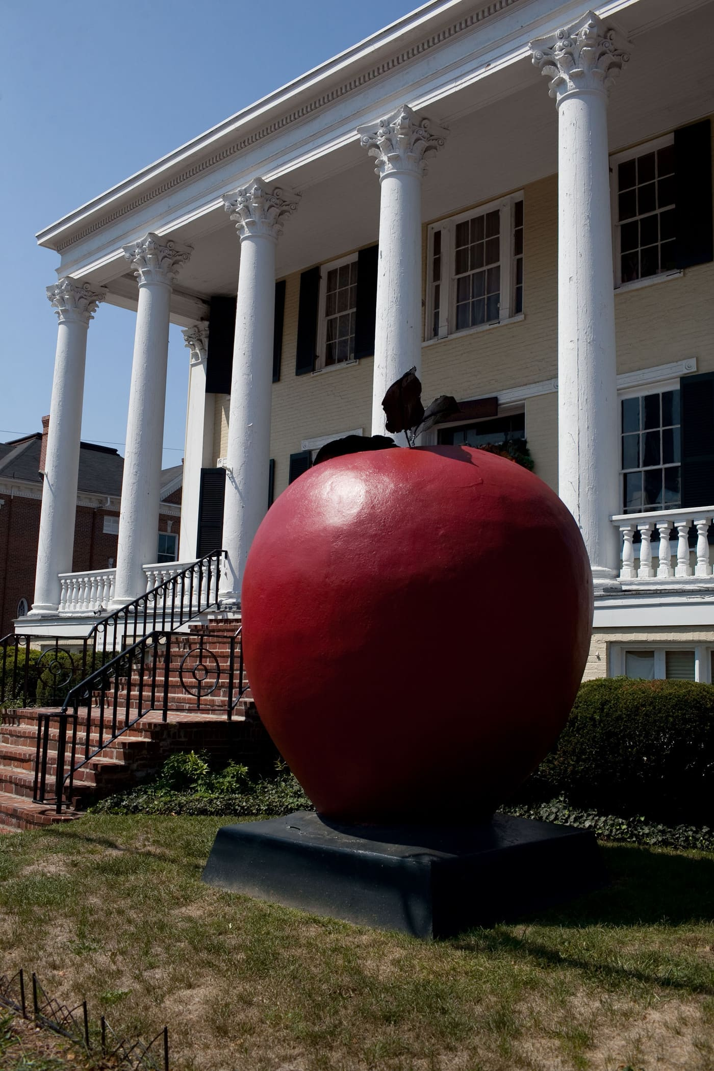 Virginia/North Carolina Road Trip - World's Largest Apple