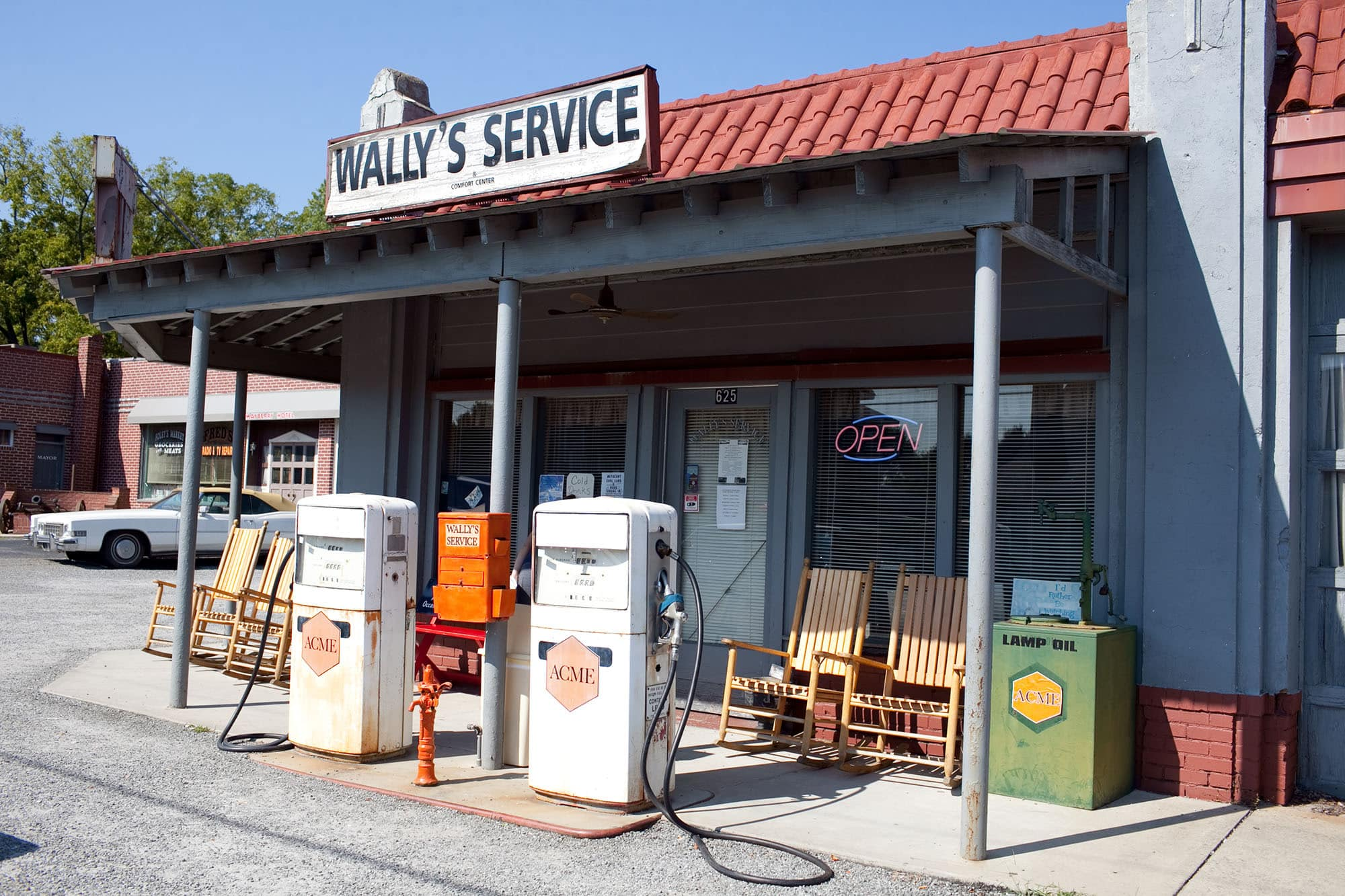 Virginia/North Carolina Road Trip - Mt. Airy - Mayberry Town in North Carolina - gas station