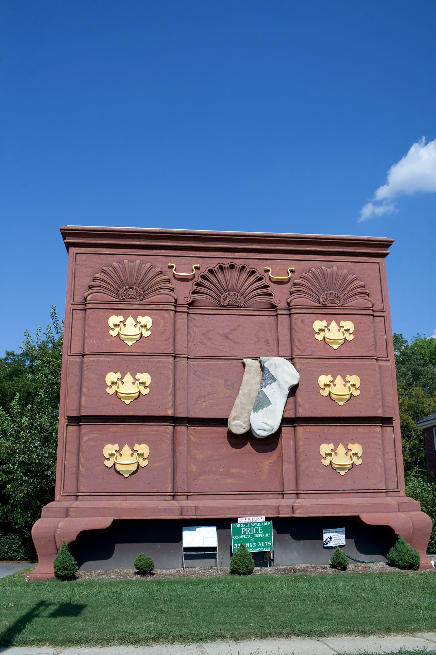 Virginia/North Carolina Road Trip - World's Largest Chest of Drawers in High Point, North Carolina