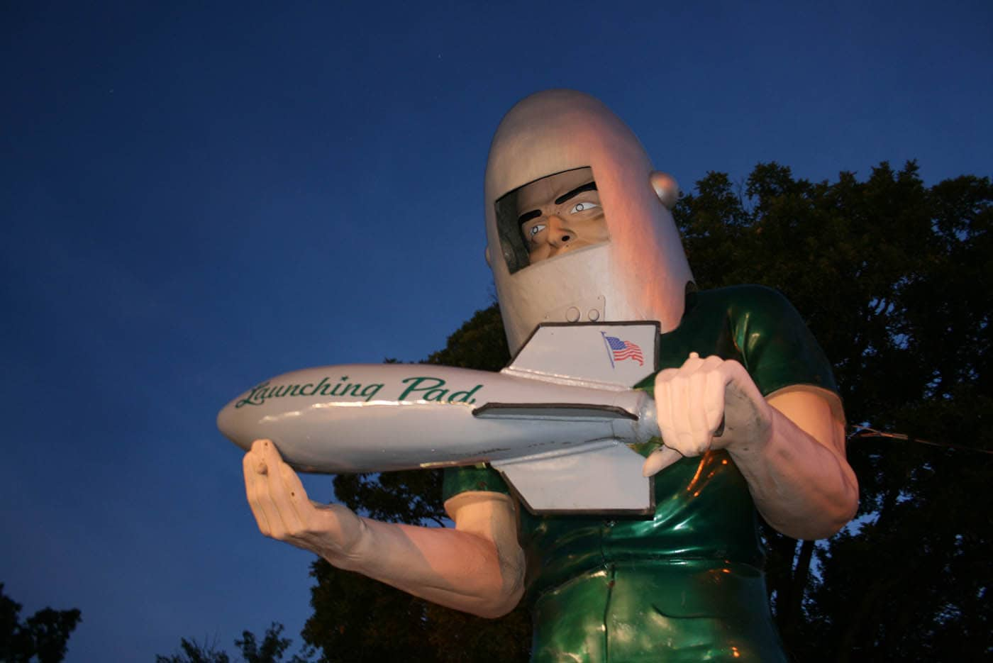 ILLINOIS ROAD TRIP AND ROADSIDE ATTRACTIONS: WILMINGTON: GEMINI GIANT - SPACE AGE MUFFLER MAN IN WILMINGTON