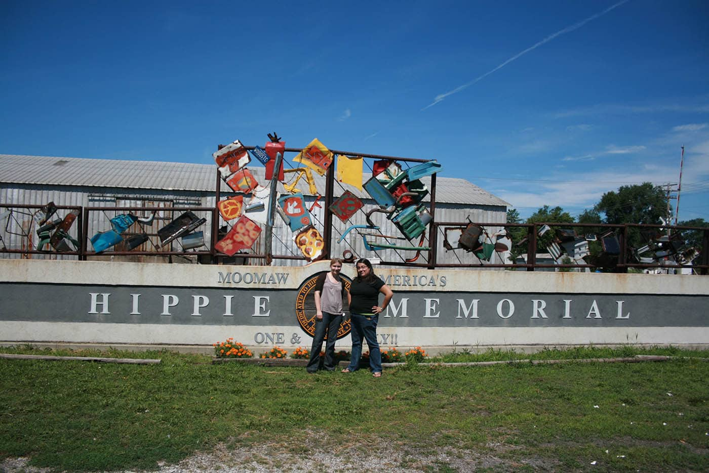 ILLINOIS ROAD TRIP AND ROADSIDE ATTRACTIONS: ONE AND ONLY HIPPIE MEMORIAL IN ARCOLA