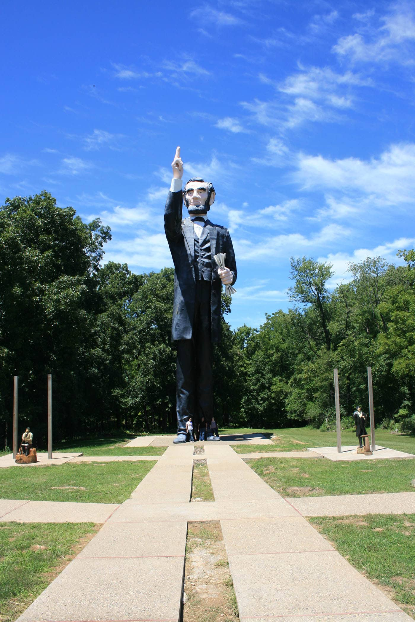 ILLINOIS ROAD TRIP AND ROADSIDE ATTRACTIONS: WORLD'S LARGEST AND UGLIEST LINCOLN STATUE IN CHARLESTON