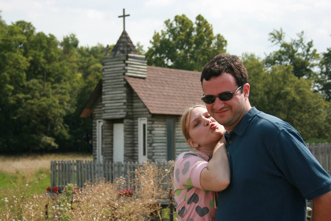 ILLINOIS ROAD TRIP AND ROADSIDE ATTRACTIONS: TINY CHURCH - THE TRAVELER'S CHAPEL IN NASHVILLE
