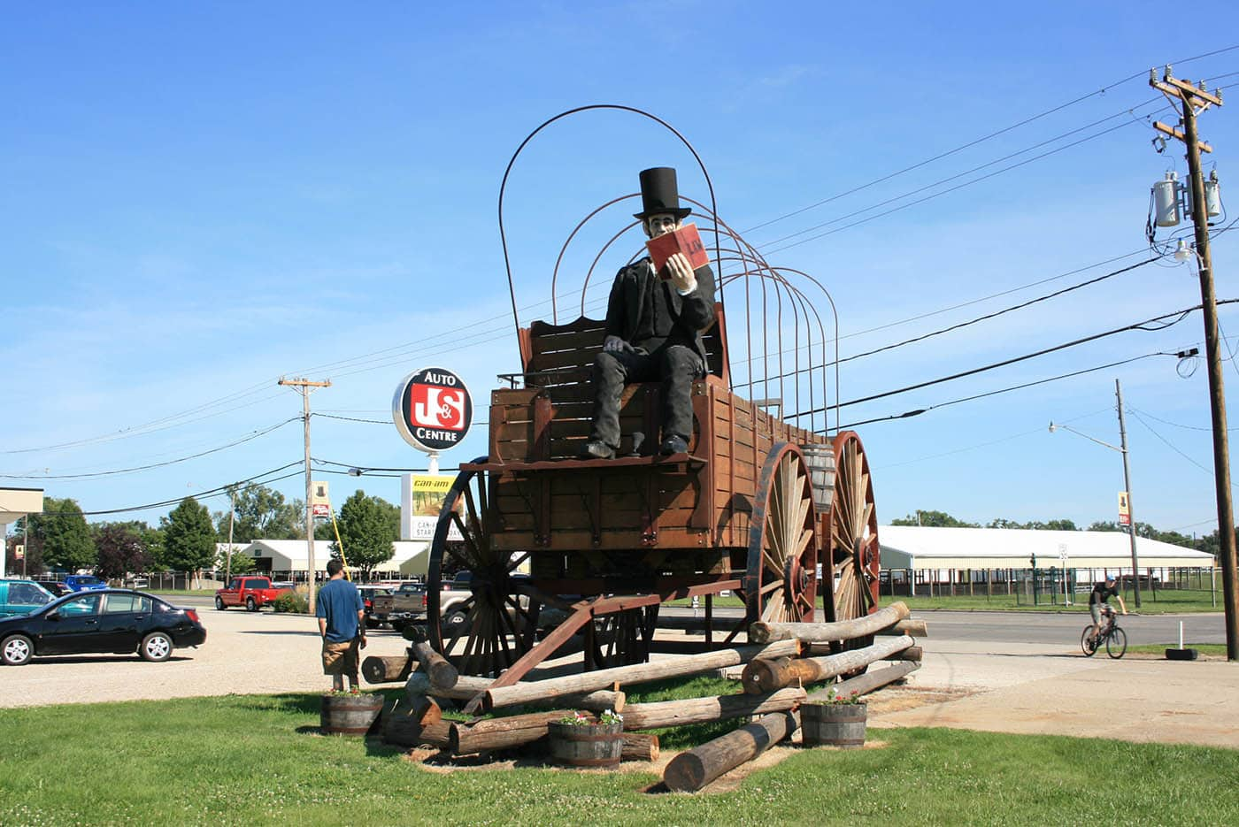 ILLINOIS ROAD TRIP AND ROADSIDE ATTRACTIONS: GIANT ABRAHAM LINCOLN ON COVERED WAGON IN LINCON