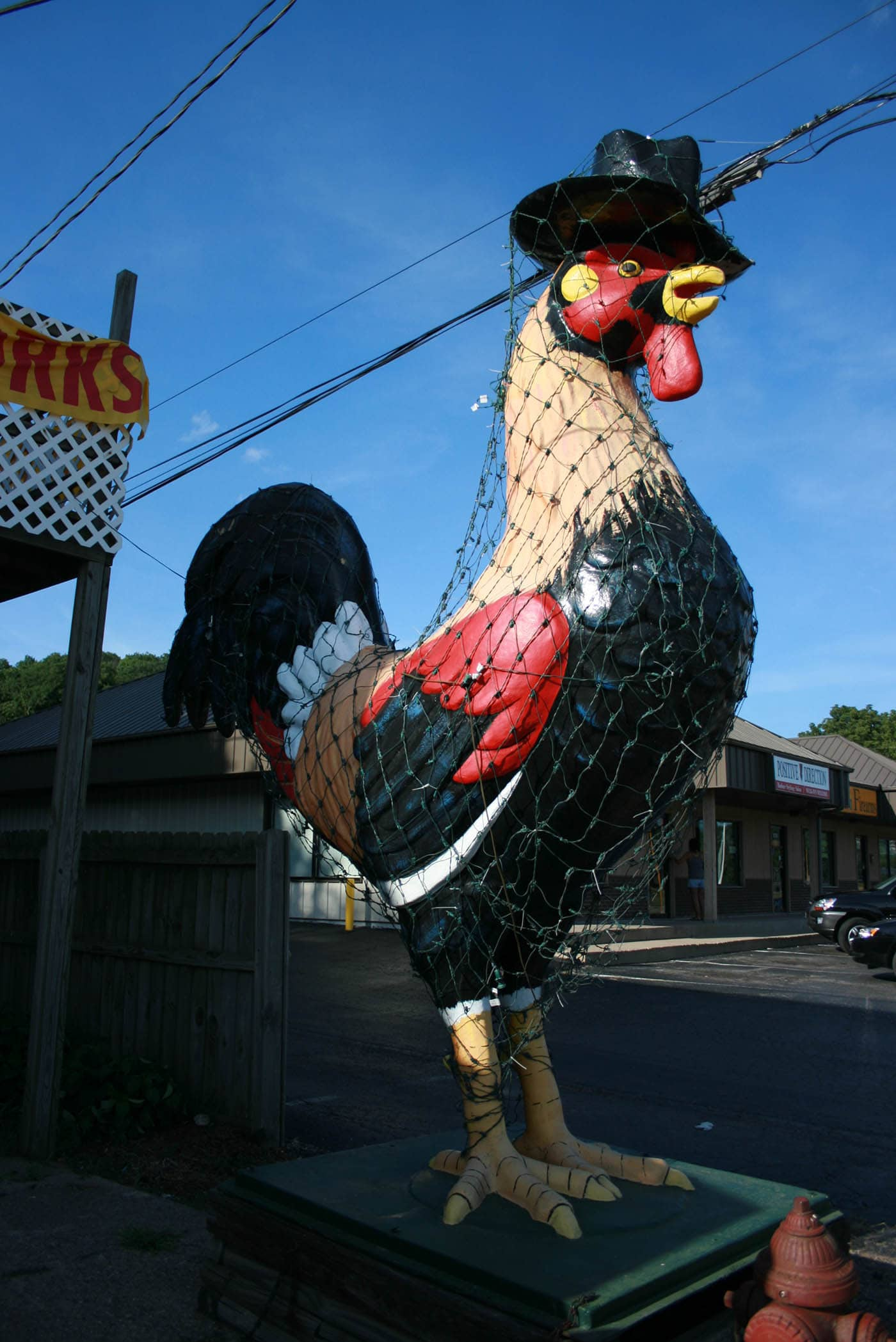 ILLINOIS ROAD TRIP AND ROADSIDE ATTRACTIONS: ROOSTER IN A TOP HAT IN EAST PEORIA