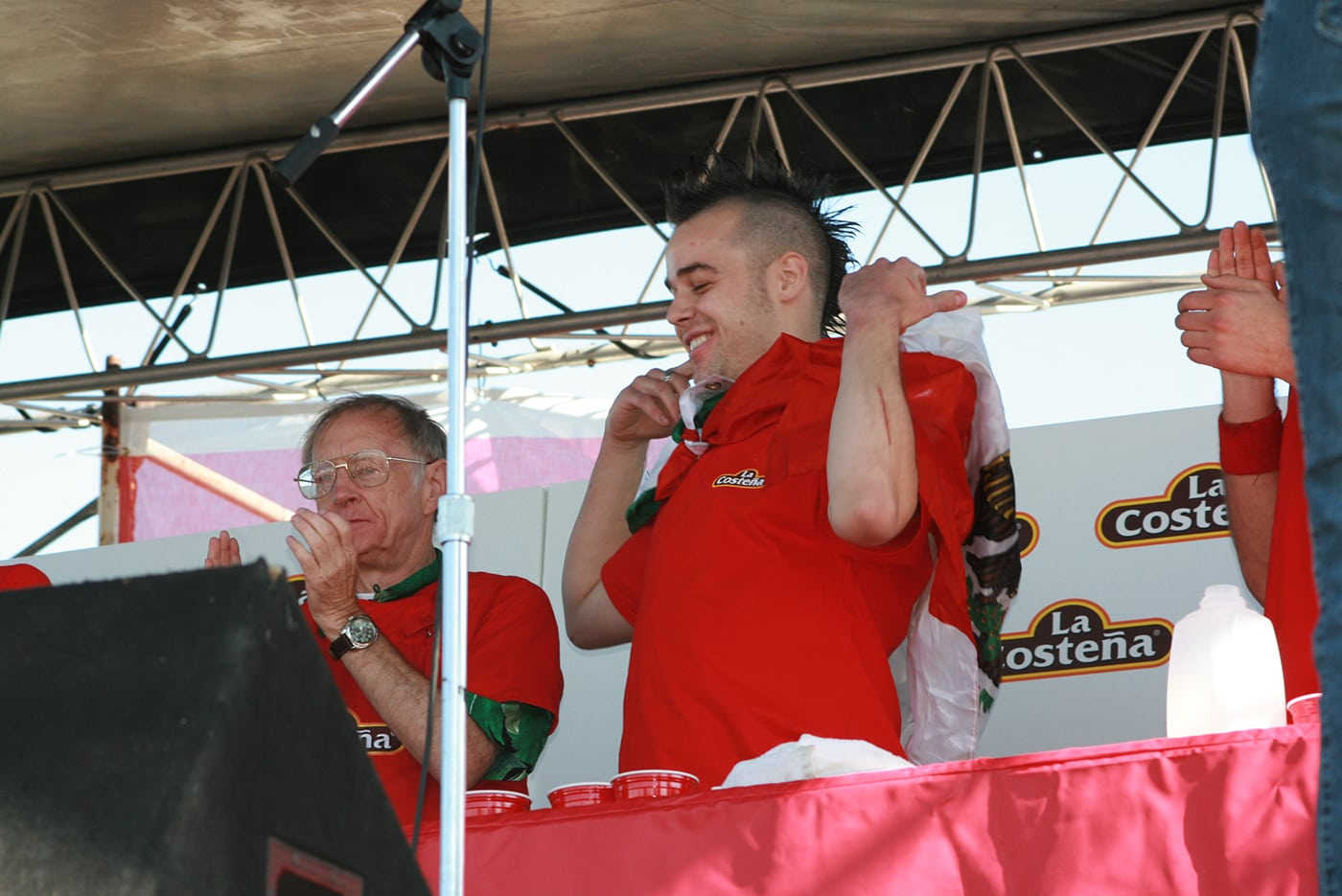 """Pat Bertoletti wins the La Costeña """"Feel the Heat"""" Jalapeño Eating Challenge - jalapeno eating contest in Chicago."""