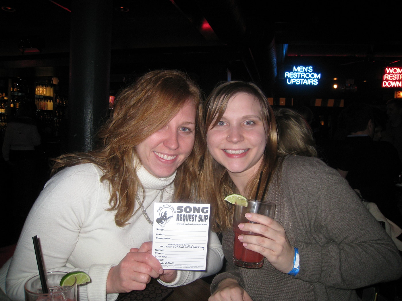 Free Howl at the Moon happy hour party - dueling pianos in Chicago