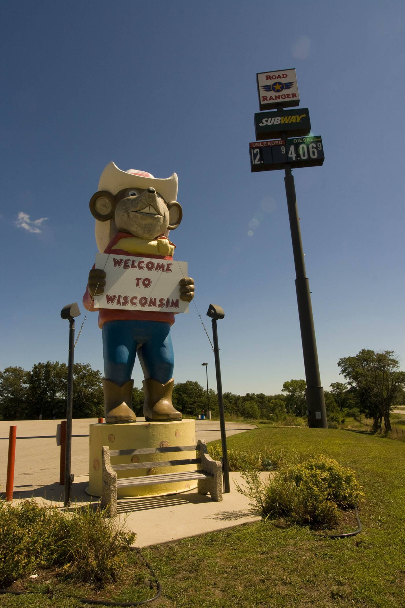 Giant Mouse with Cheese roadside attraction in Oakdale, Wisconsin. Labor Day Chicago to Mount Rushmore Road Trip.