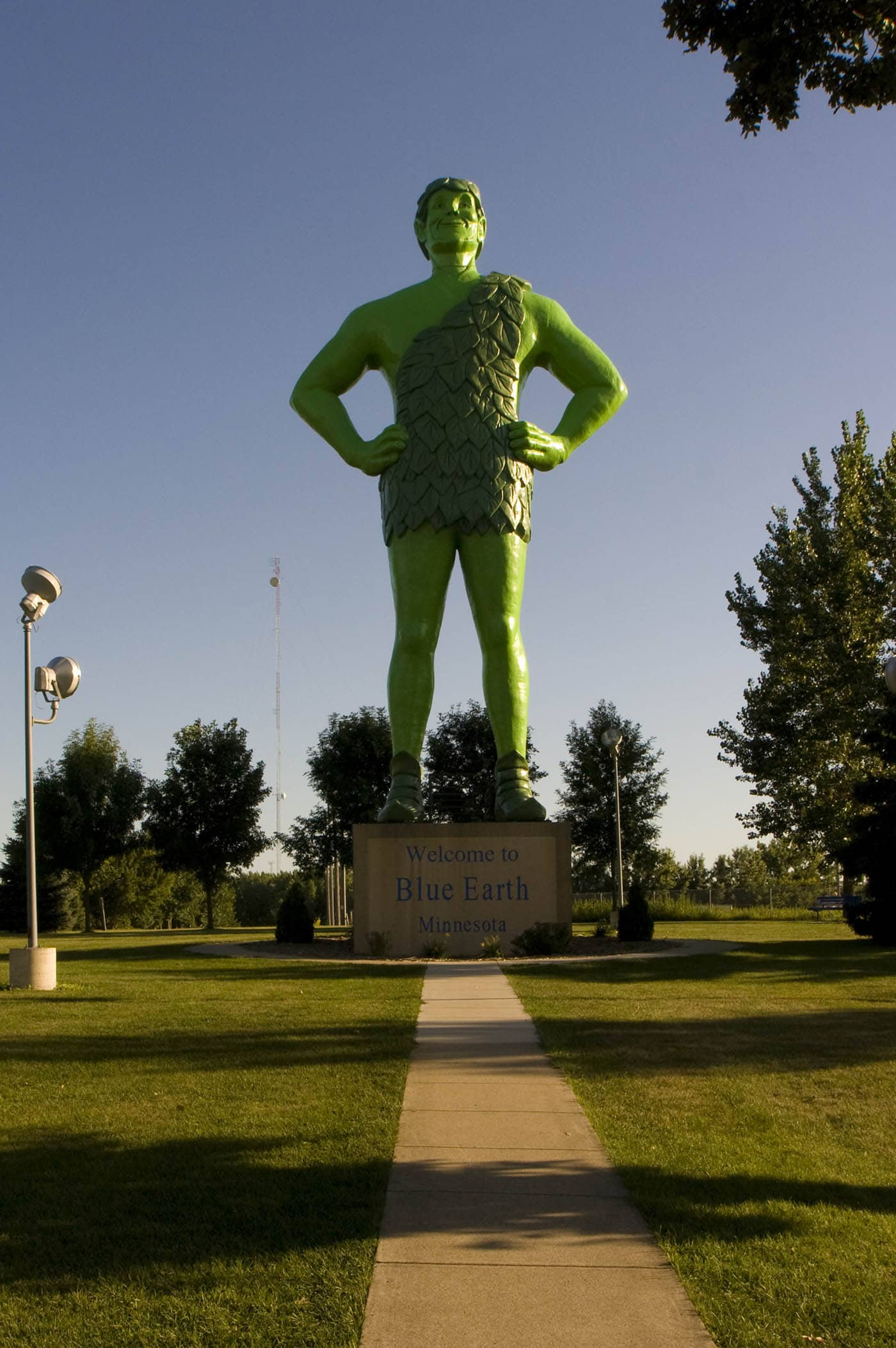 Jolly Green Giant Statue roadside attraction in Blue Earth, Minnesota. Labor Day Chicago to Mount Rushmore Road Trip.