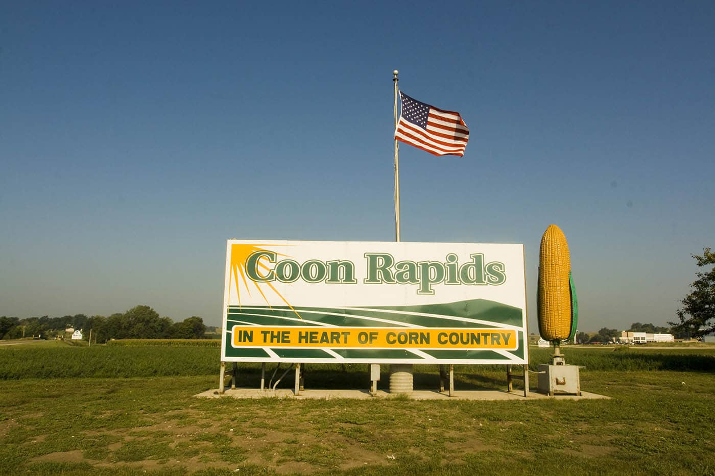 10-Foot-Tall Rotating Ear of Corn roadside attraction in Coon Rapids, Iowa. Labor Day Chicago to Mount Rushmore Road Trip.