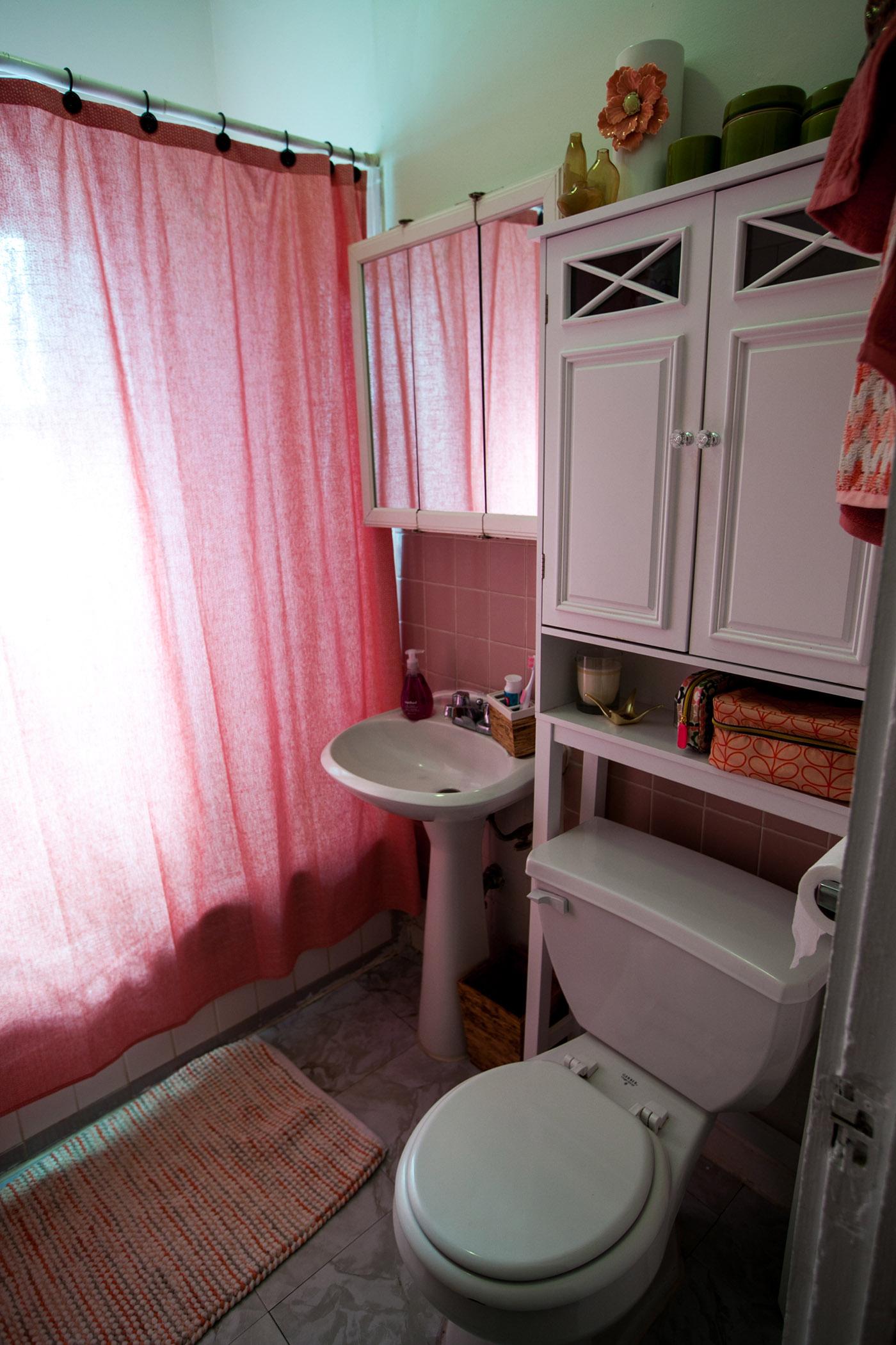 My Pretty Pink Gel Nails: My Pretty In Pink Bathroom. • Choosing Figs