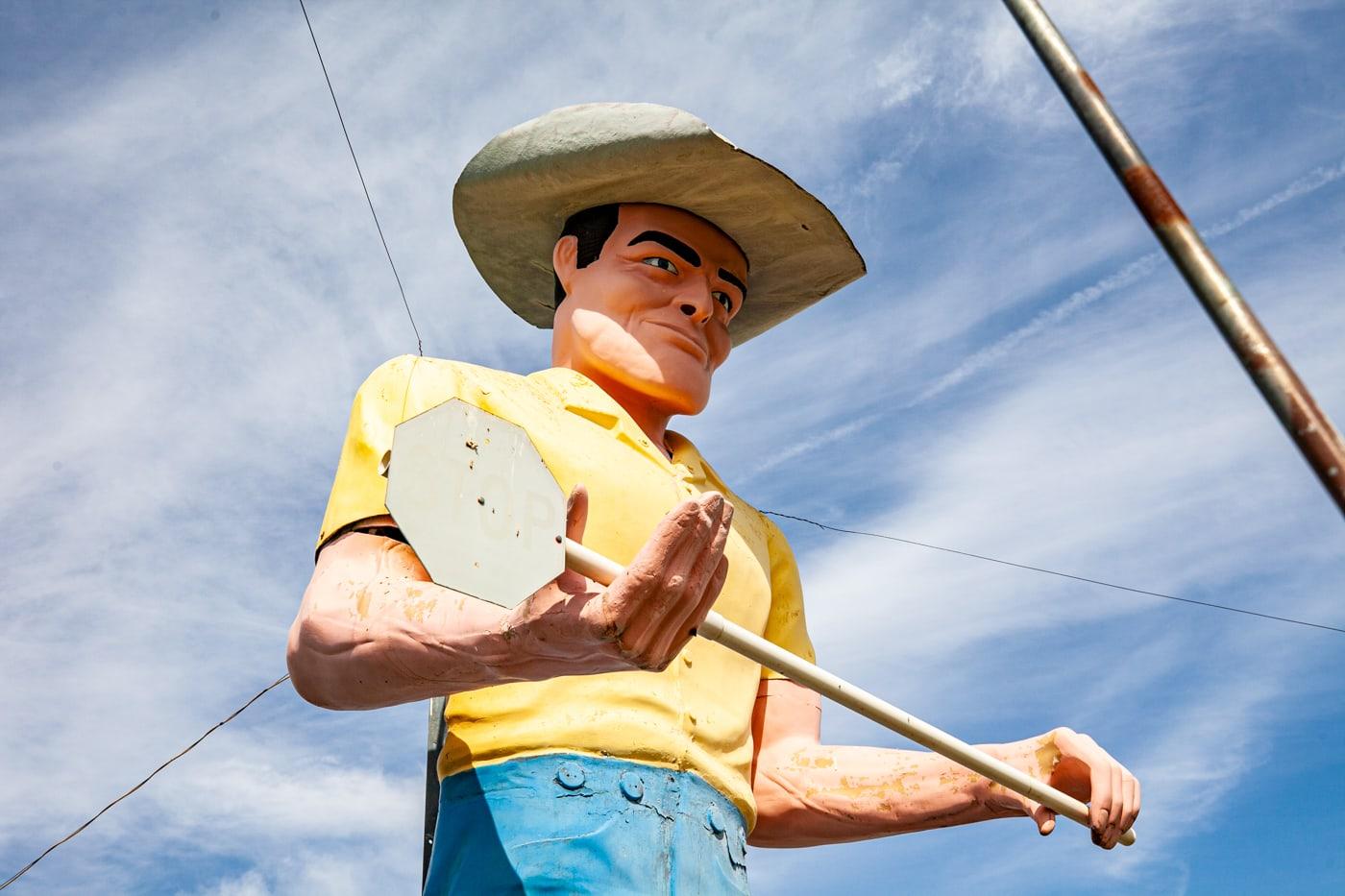 Cowboy Muffler Man in Wendell, Idaho